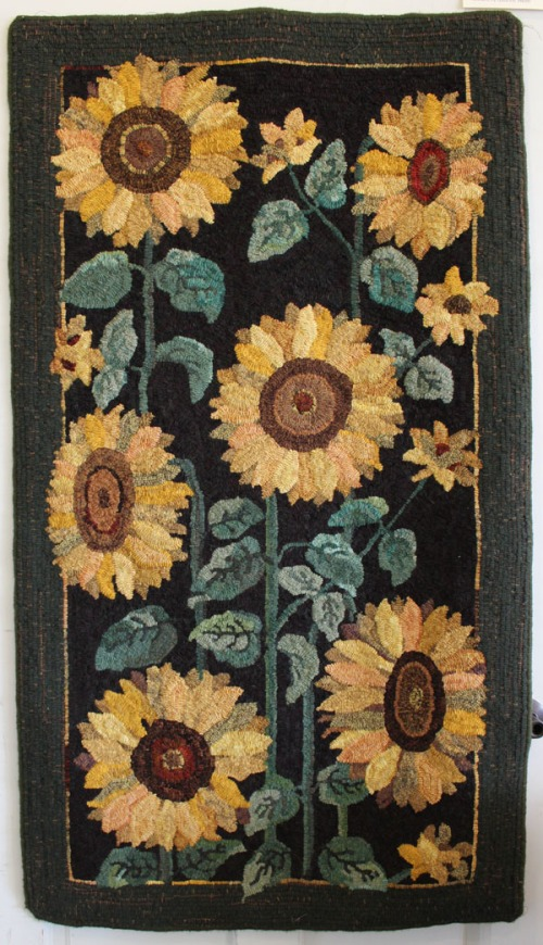 Sunflowers hooked by Andrine Smith, pattern by Jane Flynn